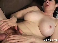 Sexy MILF Mae Victoria