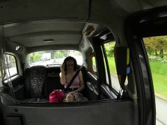 Sexy chick boned by the driver before going to a casting