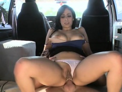 Taming babe's wicked wet crack