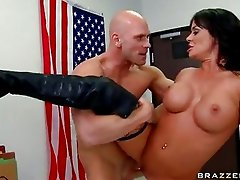 Whore Savannah Stern likes getting sauced with fresh goo on her mouth