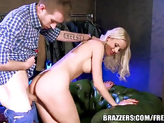 Brazzers - Lynna Nilsson cant stand against the ample salami