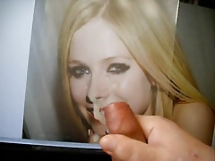 Cum drippinng from Avril Lavignes nose