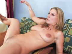 Blonde chick deepthroating and getting penetrated