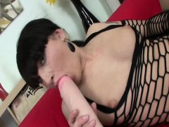 Courtney stretches her wet pussy with brutal dildos