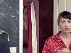 Bathroom mastrubration time with sexy Lucy Dutch