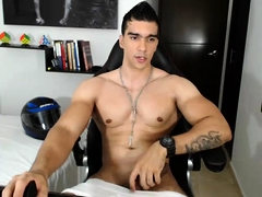 Amateur hunk shows off his fabulous body and masturbates