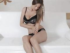 Hotty arranges a solo action fingering her vagina